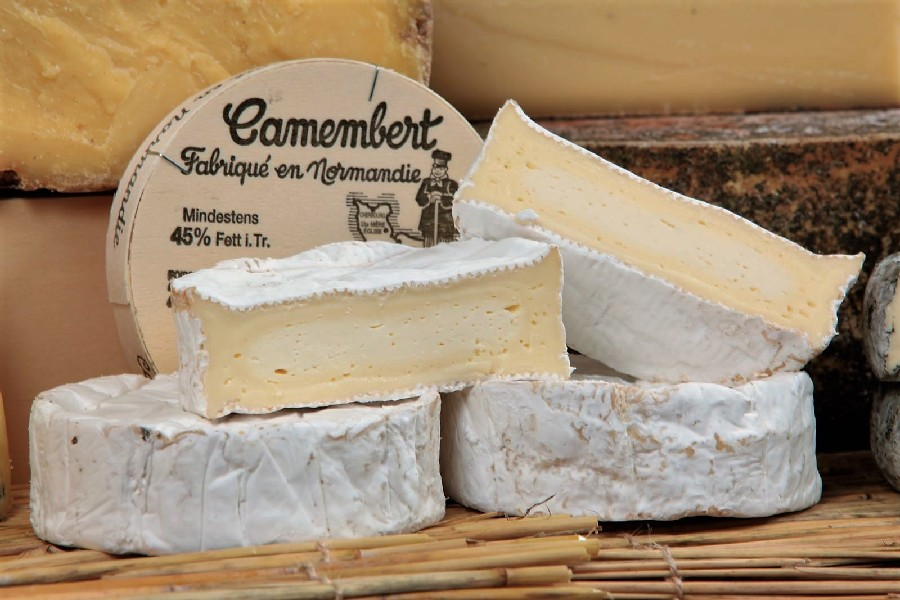 Настоящий аутентичный камамбер из Нормандии называется «Камамбер де Норманди» и имеет сертификат AOC и PDO (все указано на этикетке).