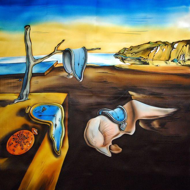 На написание картины «Постоянство памяти» Дали вдохновил сыр камамбер, который однажды подали ему на обед.