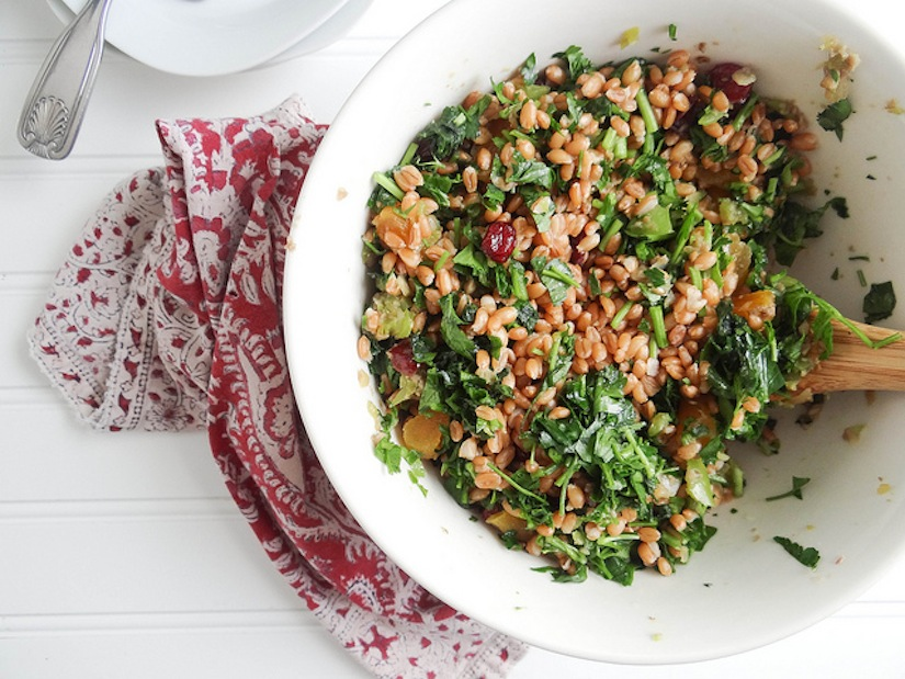 Спельта не разваривается, поэтому хорошо «смотрится» в овощных и зеленых салатах.