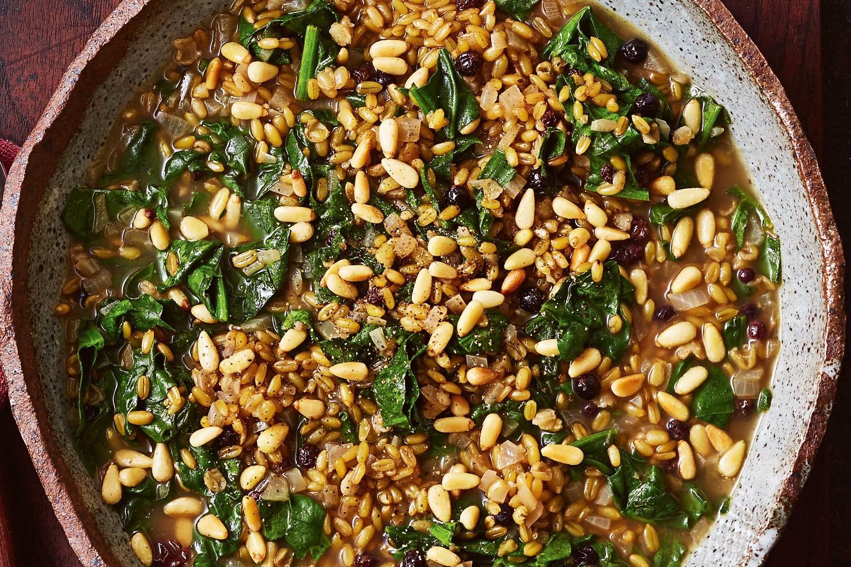 Пшеница фрике содержит рекордное количество витамина А, лютеина и зеаксантина, которые необходимы для хорошего зрения.